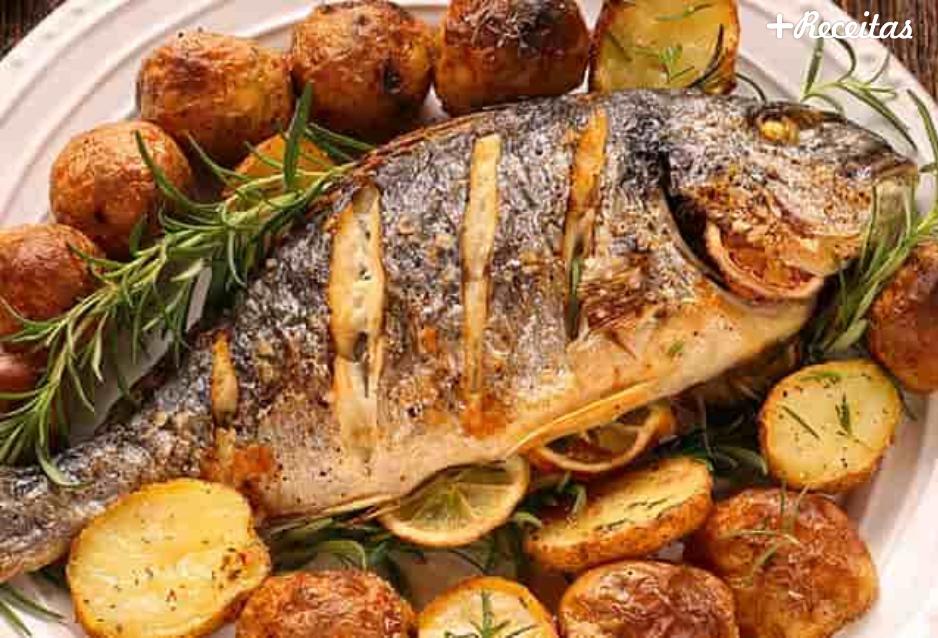 Peixe assado com batatas