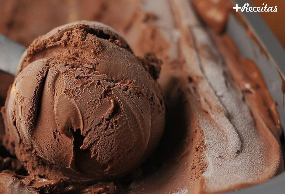 Sorvete de chocolate caseiro