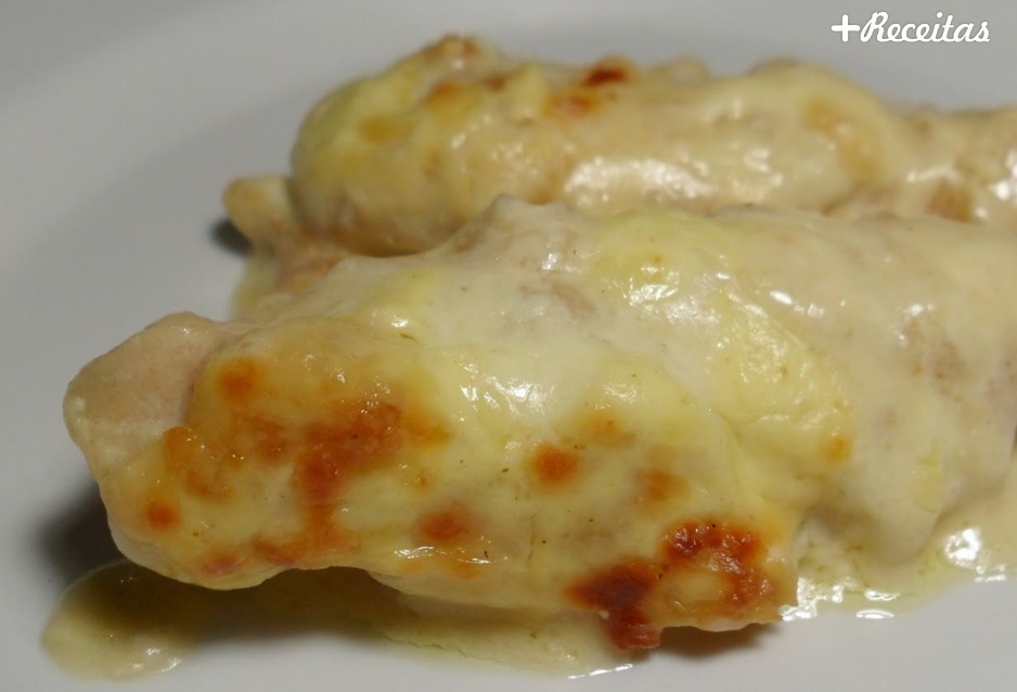 Frango com queijo derretido