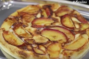 Bolo de maçã de frigideira super rápido